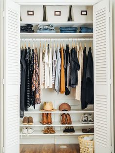 17 New ideas for clothes closet organisation color small spaces Closet Organisation, Closet Storage, Home Organization, Organizing Ideas, Dorm Storage, Clothing Closet Organization, Wardrobe Storage, Wardrobe Closet, Shoe Shelf In Closet