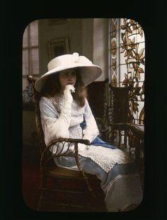 Portrait de jeune fille Description : 1907-1910 Auteur : Chouanard Henri (1883-1936)
