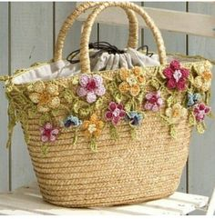 Customised Straw Tote Bag with Crochet Flowers & Leaves . Crochet Handbags, Crochet Purses, Crochet Bags, Crochet Flowers, Knit Crochet, Mode Crochet, Crochet Shell Stitch, Crochet Crafts, Crochet Projects