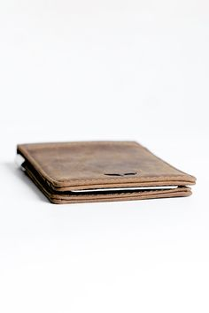Premium full grain leather was used to create this masterpiece in simplicity. Distressed vintage leather wears with use and acquires a beautiful patina and polish over time. We designed this wallet to Minimal Wallet, Everyday Carry Gear, Clip Wallet, Smart Outfit, Leather Wallet, Men Wallet, Leather Working, Vintage Leather, Cool Gifts