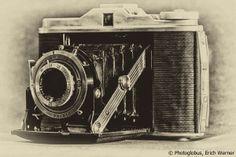 Agfa, Erich Werner   Dies war meine erste Kamera, als ich mit 8 Jahren angefangen habe zu fotografieren. Eine Agfa Isolette, die ich von meinem Großonkel geschenkt bekommen hatte stammt aus dem Jahr 1952. ...