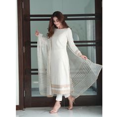 indian designer wear Top 10 Asian Actresses in Beautiful White Dress Pakistani Fashion Party Wear, Pakistani Dresses Casual, Pakistani Dress Design, Indian Fashion, Beautiful Pakistani Dresses, Fall Fashion, Mens Fashion, Indian Designer Outfits, Indian Outfits