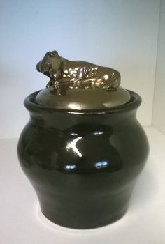 Ceramics urn for dog
