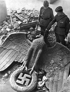 1945:  Soviet troops examining the fallen eagle, Berlin