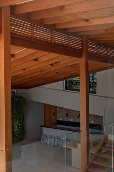 Proteção, conforto estético e térmico, beleza. #pergoladodemadeira #pergolado #forrodepalha #madeira Facade Design, Patio Design, Garden Design, House Design, Bedroom Colors, Home Decor Bedroom, Diy Home Decor, Barbecue Garden, Cuisines Design