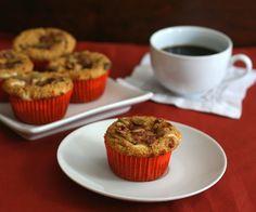 Starbucks Copycat Low Carb Pumpkin Cream Cheese Muffins (stuffed with cream cheese) Pumpkin Cheesecake Muffins, Pumpkin Cream Cheese Muffins, Pumpkin Muffin Recipes, Pumpkin Cream Cheeses, Low Carb Deserts, Low Carb Sweets, Trim Healthy Recipes, Thm Recipes, Low Carb Cupcakes