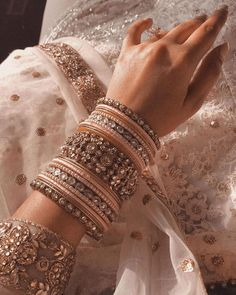 Bangles for Bridal Indian Jewelry Earrings, Indian Jewelry Sets, Jewelry Design Earrings, Indian Wedding Jewelry, Hand Jewelry, Indian Weddings, Indian Bangles, Indian Wedding Outfits, Indian Bridal