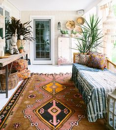 Love all of the textiles, patterns and rug. : @carlaypage