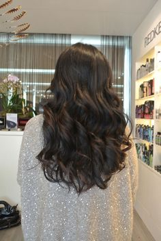 Natural looking balayage. Click through for details!