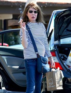 Lara Flynn Boyle looks unrecognizable without makeup while shopping with her mom.