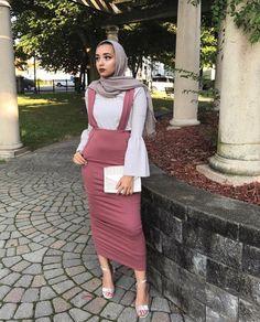 A bit tight but a nice and stylish outfit. Muslim Women Fashion, Modern Hijab Fashion, Street Hijab Fashion, Hijab Fashion Inspiration, Islamic Fashion, Modest Fashion, Eid Outfits, Modest Outfits, Fashion Outfits