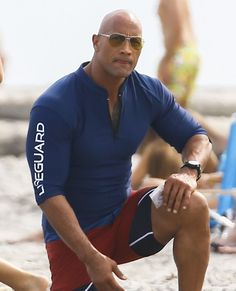 Hunky Dwayne Johnson shows off rippling muscles on Baywatch set Dwayne Johnson Quotes, The Rock Dwayne Johnson, Rock Johnson, Dwayne The Rock, Gym Gear For Men, Gym Men, Badass, Baywatch, Most Handsome Men