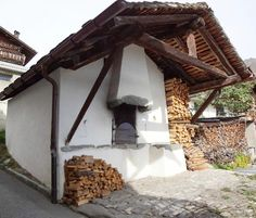 The old village communal oven/Le vieux four banal - Picture of MAP Verbier-Village - Tripadvisor Bread Oven, Community Housing, Four A Pizza, Pizza Oven Outdoor, Barbecue Area, Wood Fired Oven, Outdoor Living, Outdoor Decor, Back Pain