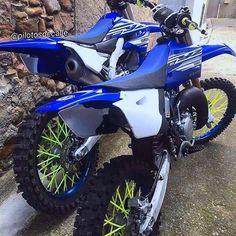 Yamaha R25, Yamaha Yz 125, Motos Yamaha, Honda Scrambler, Motocross Love, Enduro Motocross, New Dirt Bikes, Old Bikes, Porsche Models