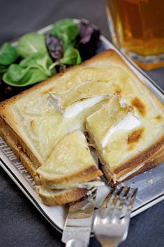 Sandwich recipes 523473156681435542 - Croque-monsieur au camembert Source by Hamburger Recipes, Beef Recipes, Snack Recipes, Cooking Recipes, Snacks, Croque Mr, Roast Beef And Cheddar, Sandwiches, Sandwich Recipes