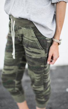 The Truth About Being a Stay-at-Home Working Mom (Hello Fashion) Jogger Pants Outfit, Camo Joggers, Sweatpants Outfit, Harem Pants, Casual Wear, Casual Outfits, Cute Outfits, Fashion Outfits, Fashion Tips