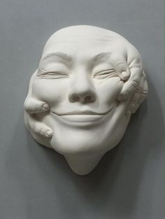 Johnson Tsang is a sculptor based in Hong Kong who focuses on ceramics, stainless steel sculptures and public art project. Johnson Tsang, Objet Deco Design, Art Sculpture, Ceramic Sculptures, Paperclay, Clay Art, Ceramic Art, Art Inspo, Amazing Art