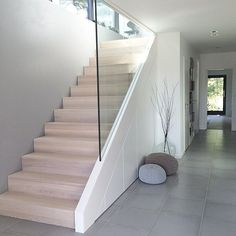 Glass bannister and minimalist under stair storage Interior Design Examples, Interior Design Inspiration, Home Interior Design, Basement Stairs, House Stairs, Attic Stairs, Glass Stairs, Glass Bannister, Modern Stairs
