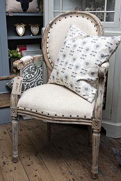 One of two gorgeous chairs we bought because I fell in love with them. Oh and because sometimes it's nice to just unwrap something and put it in the shop, instead of stripping it, painting it, waxing it and reupholstering it ;)