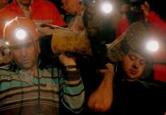 http://www.adamfarklibeyler.com/somada-yasanan-maden-faciasi-fotograflari/