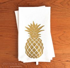 This Pineapple tea towel printed in gold will add a modern touch to any kitchen. ◇ Measuring a large 26.5 x 20. This towel also sports a handy