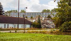 Basdorf, Abriß Plattenbauten 04 | 16348 Basdorf (Wandlitz) - GPS 52.706473, 13.440847 - ehemals Arbeitsdienst-Unterkünfte, VP-Bereitschaft, Polizeischule; künftig Wiesenpark. Fotografiert am 23. September 2013, mittags.