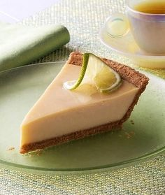 My Slimming World Key Lime Pie Recipe - Just because you are on a weight loss programme doesn't mean you can't indulge your sweet tooth every now and again. Slimming World Deserts, Slimming World Puddings, Slimming World Diet, Ww Recipes, Sweet Recipes, Dessert Recipes, Cooking Recipes, Recipies, Lime Recipes