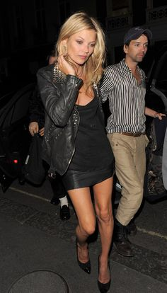 Kate Moss in black dress...♡ LBD. #style. Night out. Classic look. Leather jacket. Natural beauty