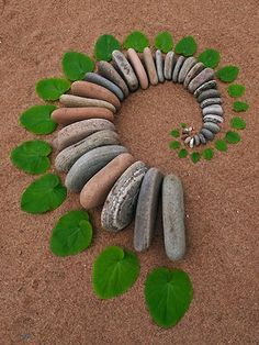 ♀ Environmental Land Art by Dietmar Voorwold Creations in Nature. Land Art or Rock Art, I need to do this on the beaches of my home town! Art Et Nature, Deco Nature, Nature Crafts, Land Art, Mandala Nature, Art Environnemental, Art Pierre, Ephemeral Art, Nature Activities