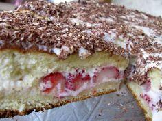 Sour cream cake with fruit