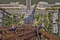 Foto do topo da Torre Eiffel. Dá até vertigem, não? #paris