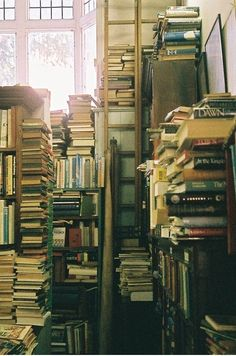 I can almost smell this picture. There is nothing like the smell of used books.