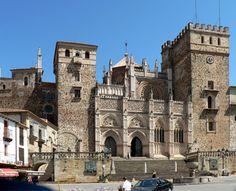 Monasterio de Guadalupe. Fachada mudéjar. Extremadura