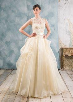 Abito da sposa Delsa, linea Couture 2016 D6801 Organza e pizzo oro francese Colore: giallo #delsa #delsa 2016 #delsacouture #organza #pizzofrancese #giallo #bridaldresses #weddingdresses