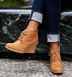 20d12325ddc9 Shopping  Quelles sont les chaussures à porter absolument en hiver   2016