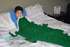 Crochet Alligator Blanket. Designed by premiere designs by Jacquelyne. http://www.ravelry.com/patterns/library/alligator-blanket