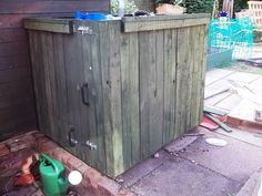 Cladding a 1000 ltr/250 gallon IBC water tank - 3 - English. We need this for the porch