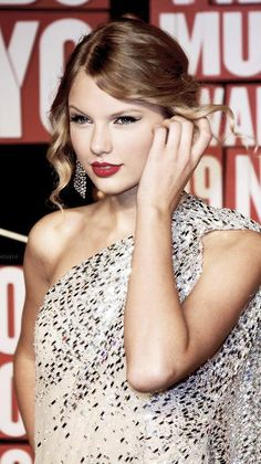 Taylor Swift at 2009 VMAs ♥