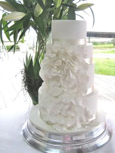 #White wedding cake made by Gillian Bell cake. #organic #wedding #cake http://www.gillianbellcake.com.au/ #Brisbane