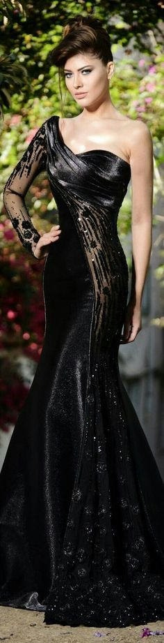 Vestido de festa preto. Luxo!