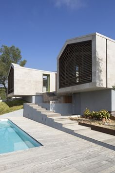 Beautiful Sophisticated Contemporary Residence by N+B Architectes, Montpellier, FranceThis elegant contemporary home located in Montpellier, in the South of France was designed by N+B Architectes. This beautiful sophisticated contem. Montpellier, Architecture Design, Residential Architecture, Br House, India House, Backyard Garden Landscape, Garden Oasis, Garden Pond, Garden Landscaping