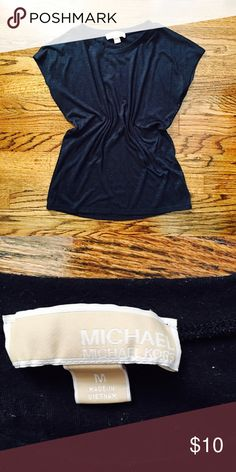 MICHAEL KORS NAVY BLUE TOP🎉🎉🎉🛍🛍🛍🛍 Worn but in good condition. No rips or stains. Size M color navy blue 👍🏻🎉🛍🛍🛍 Michael Kors Tops