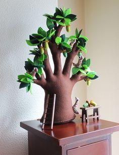 Une légende raconte que le baobab est l'un des plus beaux arbres du continent africain admiré de tous pour son feuillage, fleurs et figure. Sa vanité a tellement augmenté que les dieux il puni, en...