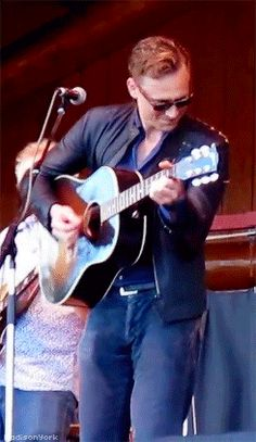 Tom Hiddleston at Wheatland Music Festival 2014. Gif-set (by madisonyork): http://maryxglz.tumblr.com/post/155999686607/madisonyork-x