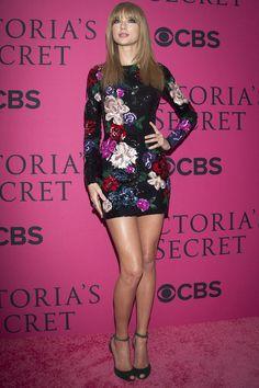 Taylor Swift a su llegada Lexington Avenue Armory con un minivestido de paillettes de Zuhair Murad, zapatos de Dolce&Gabbana y joyería de Lorraine Schwartz ● El show de Victoria's Secret 2013