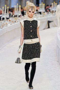 Chanel Pre-Fall 2012 Fashion Show - Melissa Tammerijn