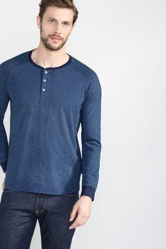 ed35d38ae0314 Catálogo de Cortefiel-Primavera Verano 2016 para hombre  Camiseta con  botones. Moda Ellos