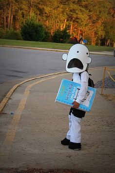 wimpy kid at school Book Characters Dress Up, Book Character Costumes, Storybook Characters, Halloween Books, Halloween Costumes For Kids, Halloween Diy, Halloween Dress, World Book Day Costumes, Book Week Costume