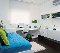 ...Móveis!!!   Isso mesmo, vc pode usar o vão embaixo da janela pra guardar suas coisas, principalmente nesses apartamentos minúsculos que e...