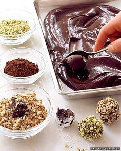 Photo: Easy Chocolate Truffles Recipe The kitchen (The Home of Delicious Arabic Food Recipes) invites you to try Easy Chocolate Truffles Recipe. Enjoy the Arabic Cuisine and learn how to make Easy Chocolate Truffles. Easy Candy Recipes, Dessert Recipes, Dessert Healthy, Healthy Food, Chocolate Truffles, Chocolate Ganache, Chocolate Filling, Chocolate Orange, Chocolate Truffle Recipe